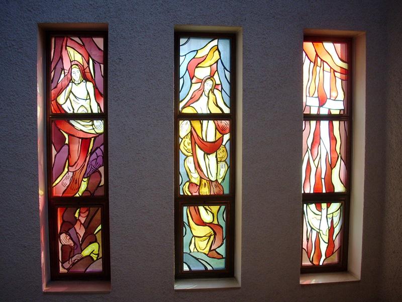 Weitere Glasfenster in der Kirche